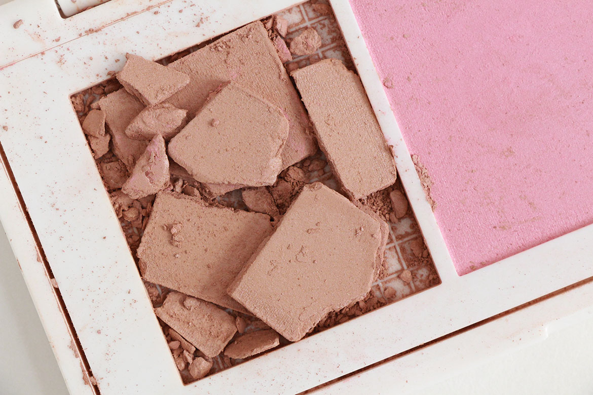 Flower beauty lift sculpt contouring palette highlighting both look absolutely beautiful in the pans as you may have already guessed there is at least one issue with the bronzerat least in the light to medium izmirmasajfo